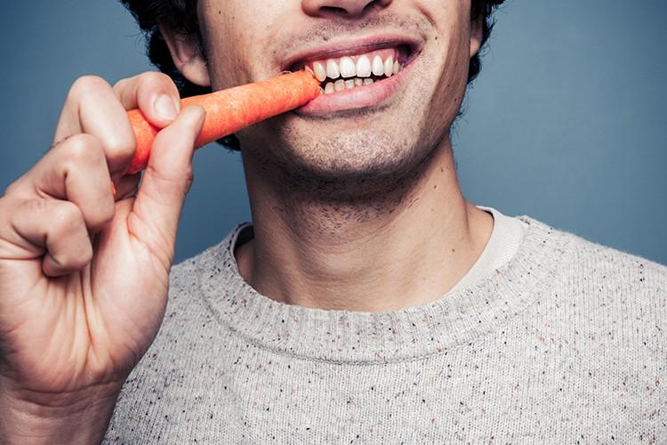 eet-biologisch-AdobeStock-LoloStock