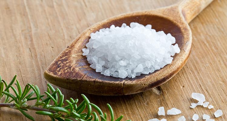 schoonmaken-met-zout-AdobeStock-monropic