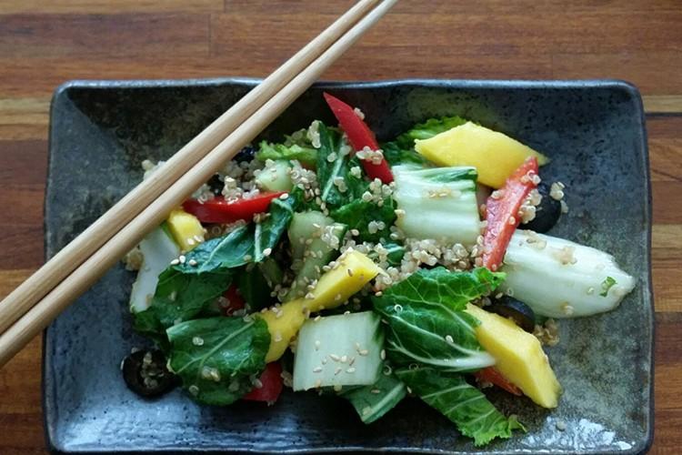 Sandra's (h)eerlijke gluten- en lactosevrije budgetkeuken: Oosterse salade met paksoi quinoa