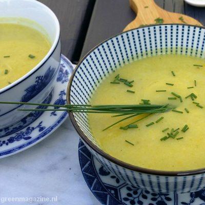 Bio vegan NoWaste soep van gele courgette en bloemkool