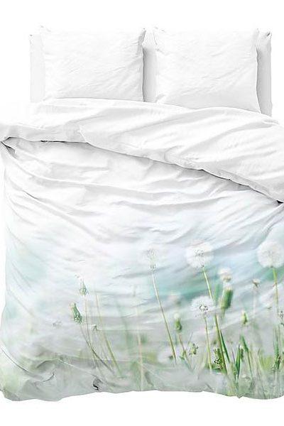 Slapen in de natuur onder biologisch katoen