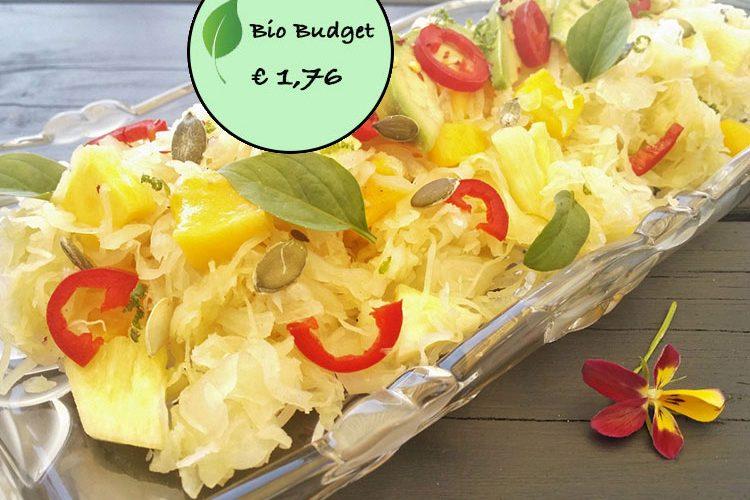 Bio Budgetrecept: zuurkoolsalade met zomerfruit