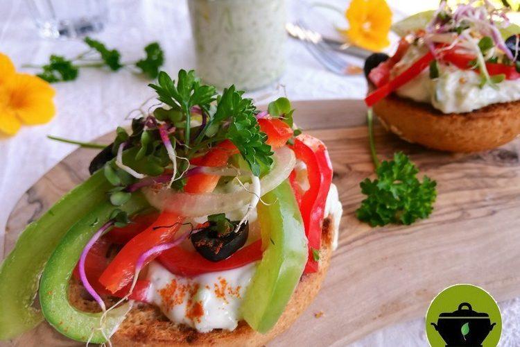 Biobudget broodje tzatziki met paprikasalade brengt de zomer in huis