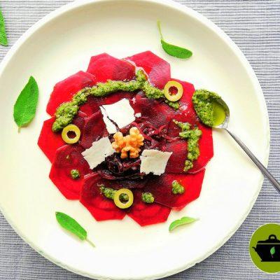 Bio vegan bietencarpaccio met gekarameliseerde rode ui