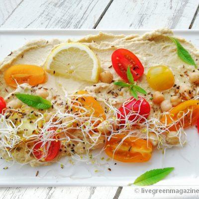 Vegan bio humus-cherrytomaatsalade