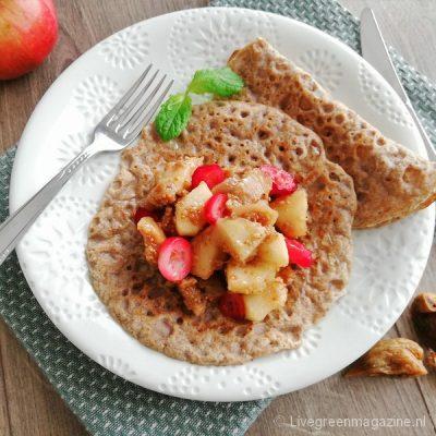 Vegan bio boekweitflensjes met appel-vijgencompote en cranberry's