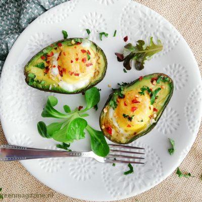 Bio avocado met ei uit de oven