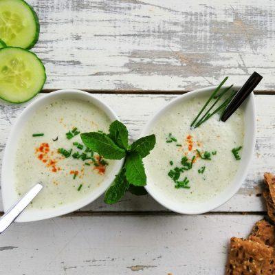 Vegan bio komkommersoep